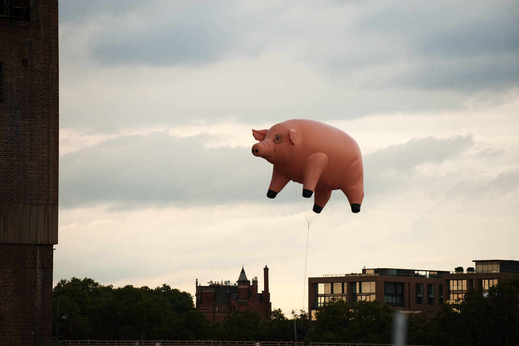 Tales of Rock – Pink Floyd Unleashed A Giant Inflatable Pig On London