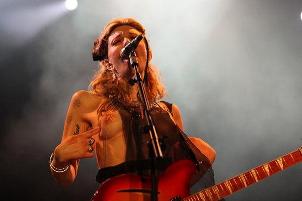 Tales of Rock – Courtney Love Flashes David Letterman, AssaultsFan