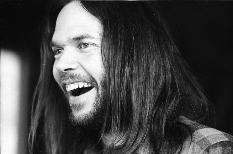 Tales of Rock – Neil Young Needs Special Effect to Hide Coke in his Nostril