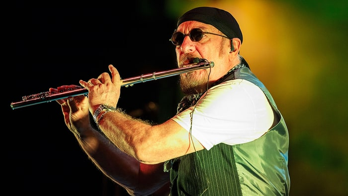 Tales of Rock – Why Ian Anderson Left a Club After One of the Rock GODS Went Onstage